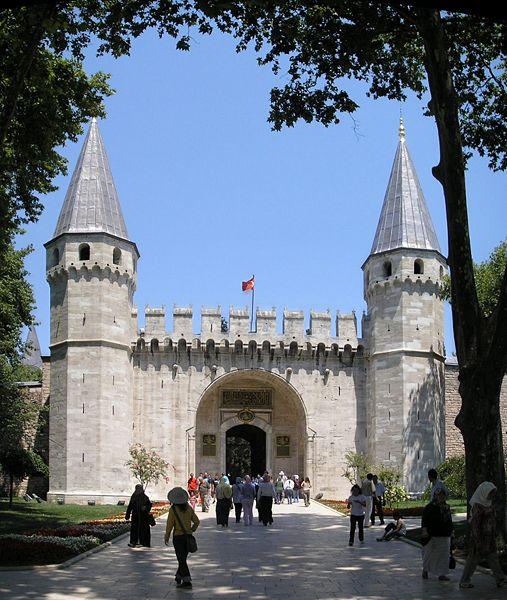 507px_Gate_of_Salutation_Topkapi_Istanbul_2007_Pano